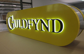 Fascia signs, panels and trays